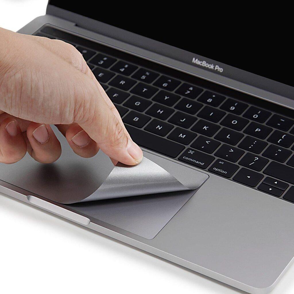 có nên dán màn hình Macbook không